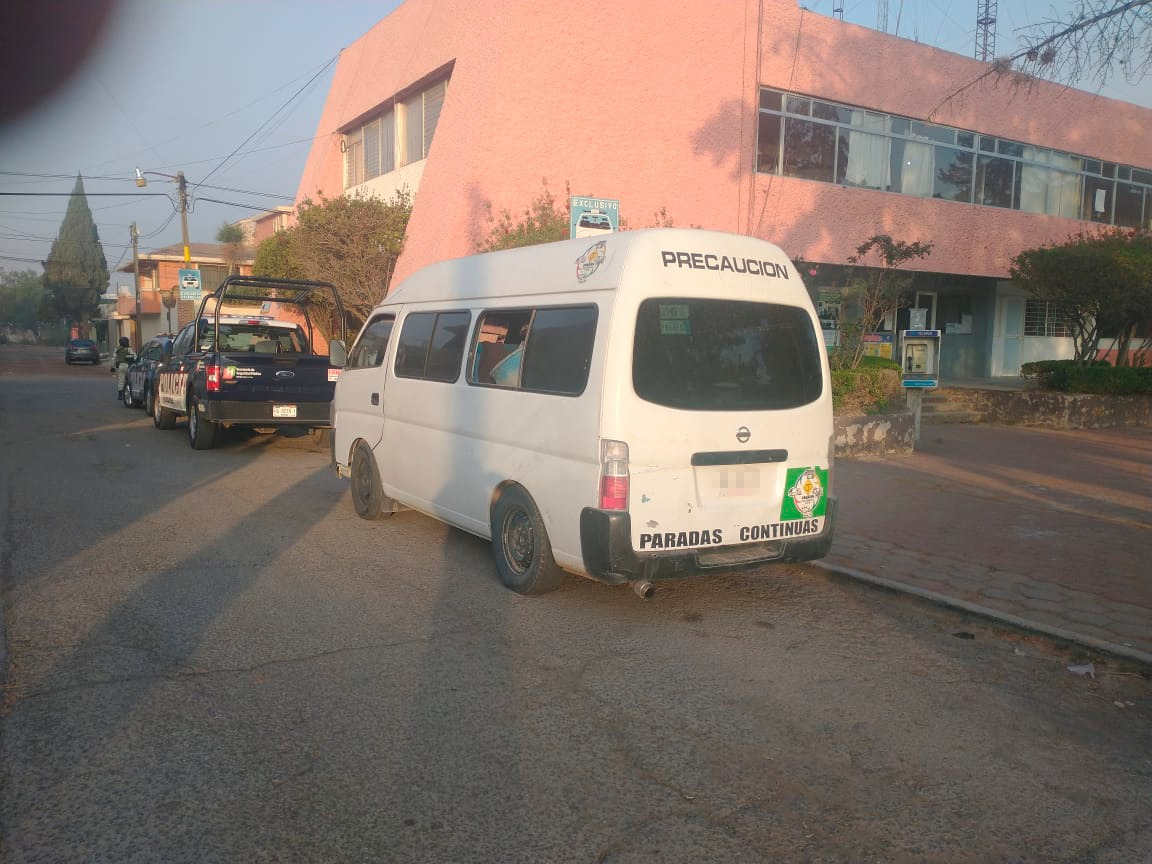 Aseguran a sujeto por transportar huachicol en una Urvan, en Cuautepec